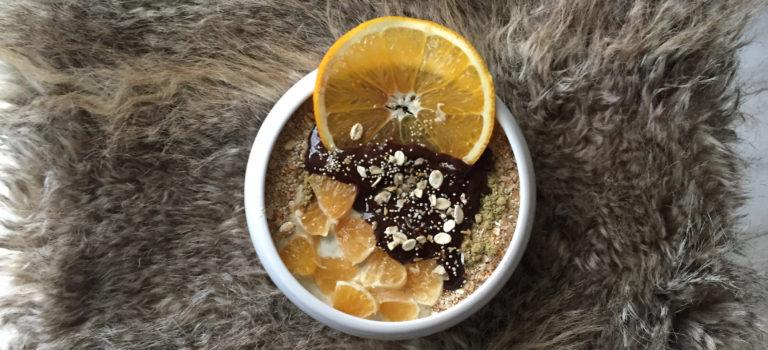 Kürbiskernjoghurt mit Mandarine und Schololadensauce